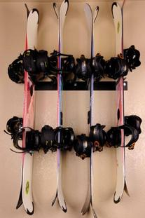 Rough Rack 4-8 Ski & Snowboard Ski Rack